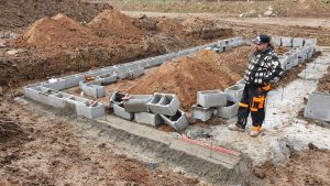 Vyrovnání zavadlého betonu pro ztracené bednění